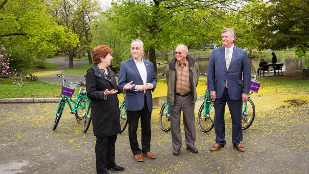 Dr. John D. Bennett, President and CEO of CDPHP, Carm Basile, CEO of CDTA, City of Albany Mayor Kathy Sheehan and CDTA Board Chairman Jayme Lahut